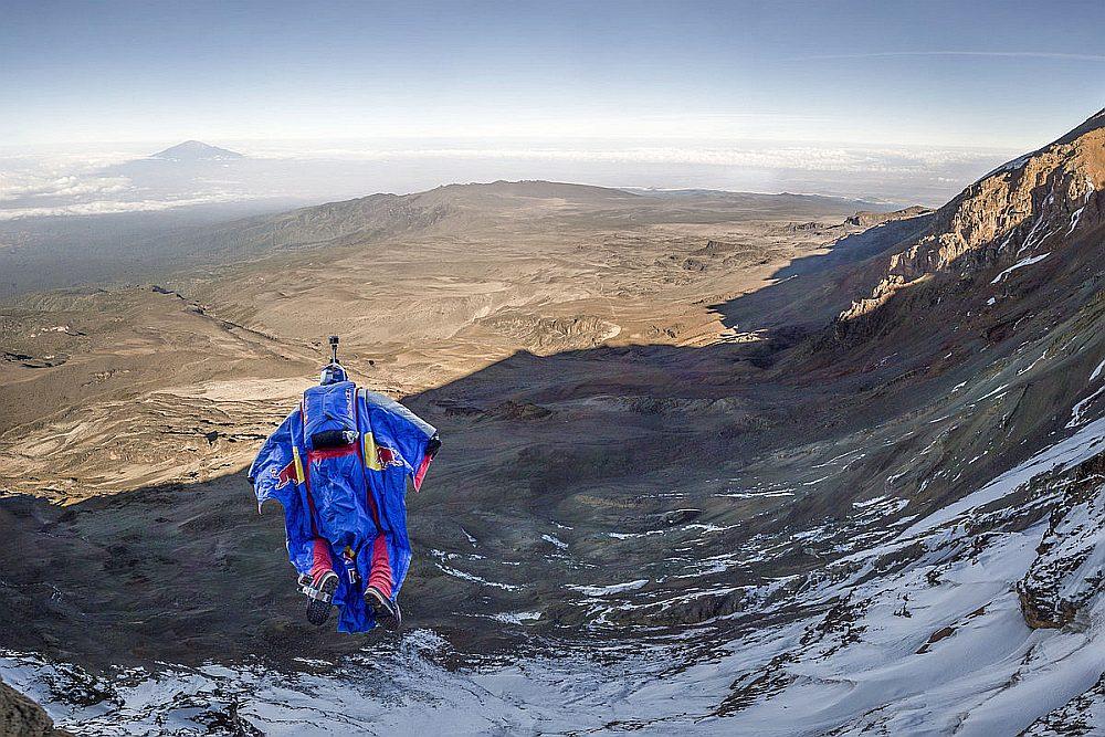 Первый в мире прыжок с Килиманджаро в вингсьюте